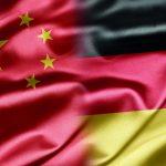 Flaggen von China und Deutschland