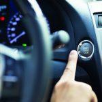 Motor- Start- und Stop-Knopf eines Autos